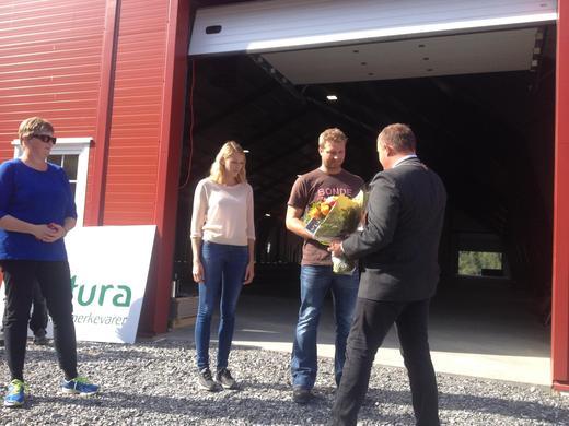Blomster fra ordfører til Knut Erik og Siri