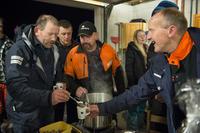 I Nortura-caps Harald Helgeland, Nedstrand Sau og Geit serverer gløgg