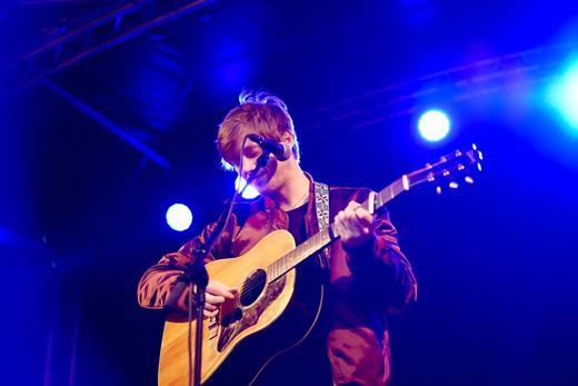Daniel Kvammen på scenen på ByLam 2016. Foto: MatPrat