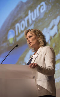 Trine Hasvang Vaag takker årsmøtet for tilliten. Foto: Håvard Simonsen