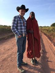 Arvid Mæland og en lokal bonde