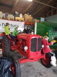 Lek på traktoren