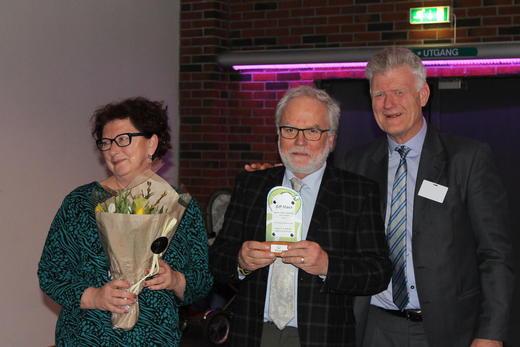 Anita Johnson og Ingar Andersen sammen med prisutdeler fra Nortura, fagsjef Asgeir Svendsen.