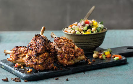 PIGWINGS MED SPICY RUB OG KIKERTSALAT