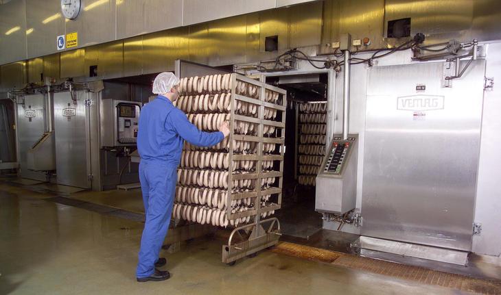 Bilder av pølseproduksjon i Målselv
