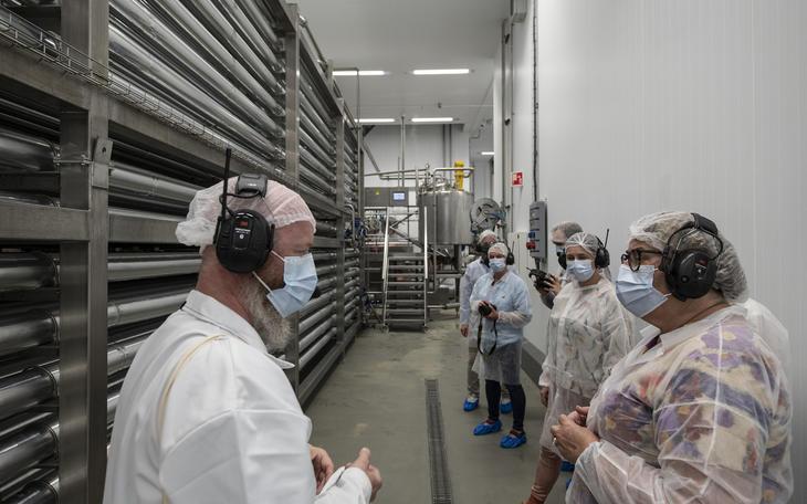Inne i fabrikken