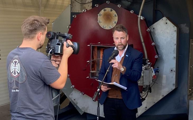 Det var arbeids- og sosialminister Torbjørn Røe Isaksen som åpnet biokullanlegget